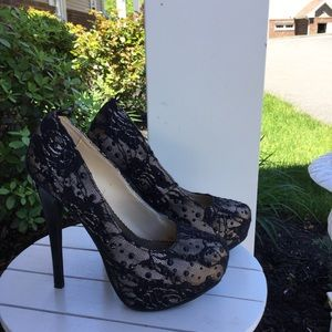 Shi by Journeys black lacy & rhinestone high heels